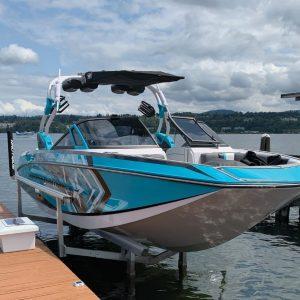 RGC hydraulic boat lift with blue boat